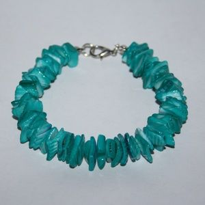 Beautiful teal natural shell bracelet NWOT